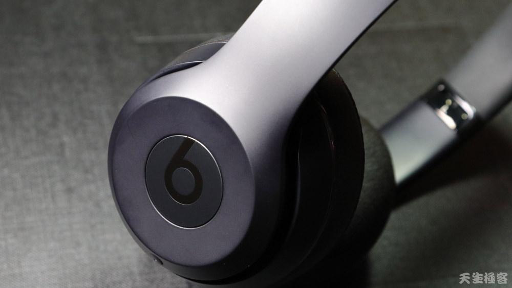 搖滾外殼藏著蘋果魂,Beats Solo3 Wireless讓Apple潮了起來(開箱,音質分享)。