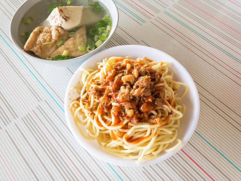 [梧棲美食]阿財早點,專賣炒麵、隔間肉湯,90分鐘完售的超人氣早點。