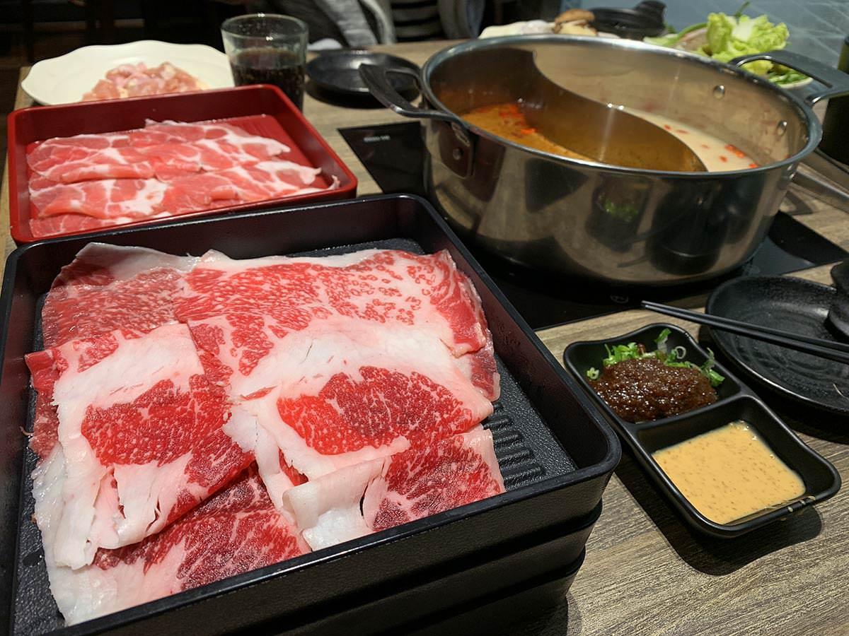 台中三井美食推薦,但馬屋火鍋吃到飽,日本黑毛牛肉放題,到三井吃飯我最推這家。