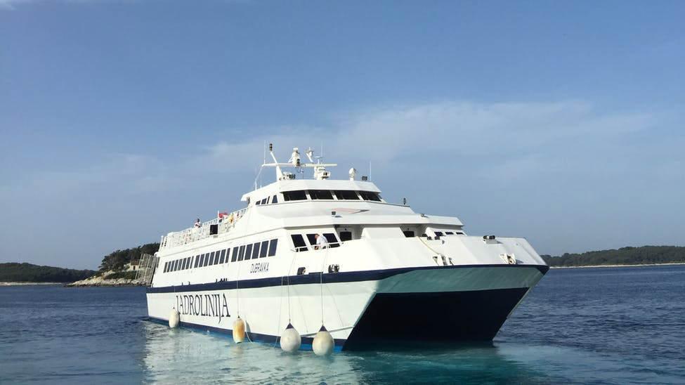 台中港搭船到澎湖馬公-現在由麗娜輪負責囉,已經不是雲豹輪跟藍鵲輪,「2020年9月試航」。
