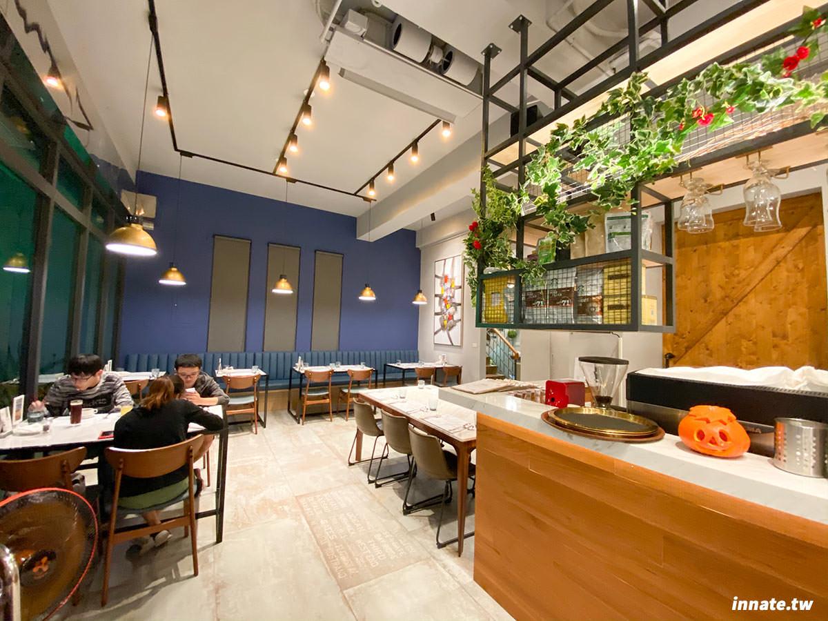 清水美食|艾萊羅伊廚房,適合聚餐及約會的高質感西餐廳,牛排、烤雞都不錯吃,裝潢也頗具特色,好看好吃又好拍。