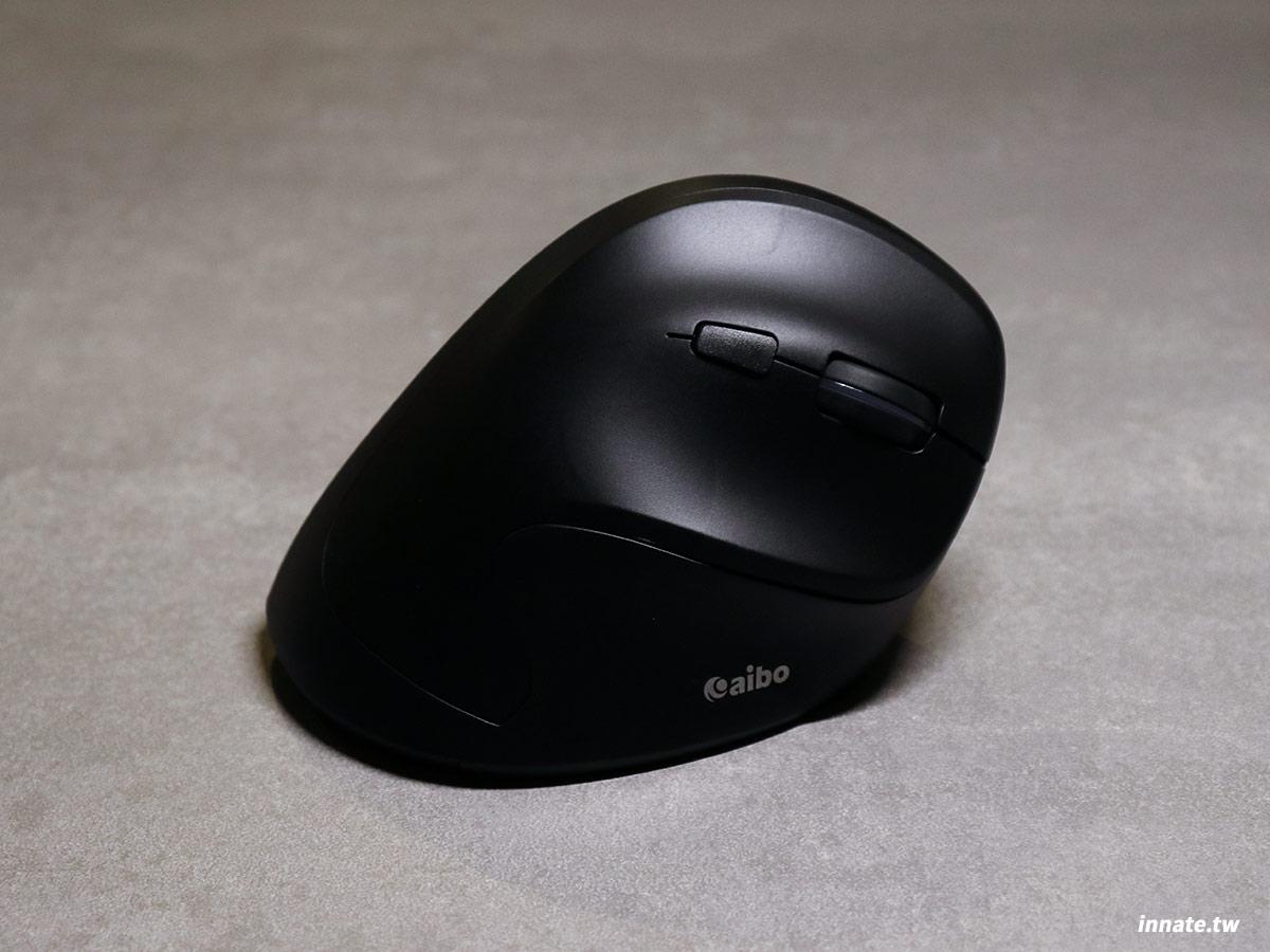 [開箱]aibo 無線垂直滑鼠評測及兩週的體驗心得,垂直設計是否能讓手腕更輕鬆?質感如何?看完就有答案。