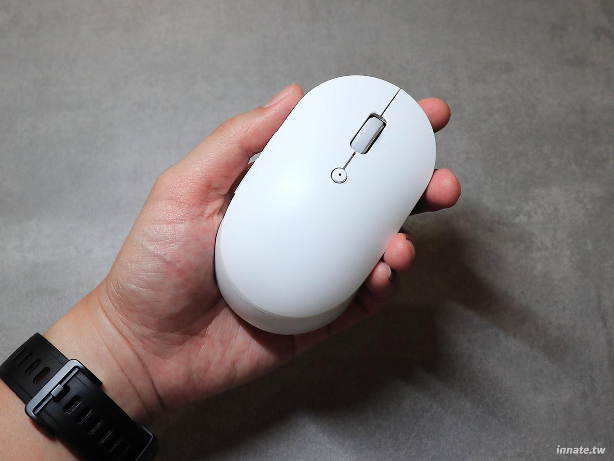 [開箱]小米無線雙模滑鼠靜音版,一鍵切換藍牙與2.4GHz連接方式,靜音按鍵設計在夜間也可以安心使用,安靜不擾人。