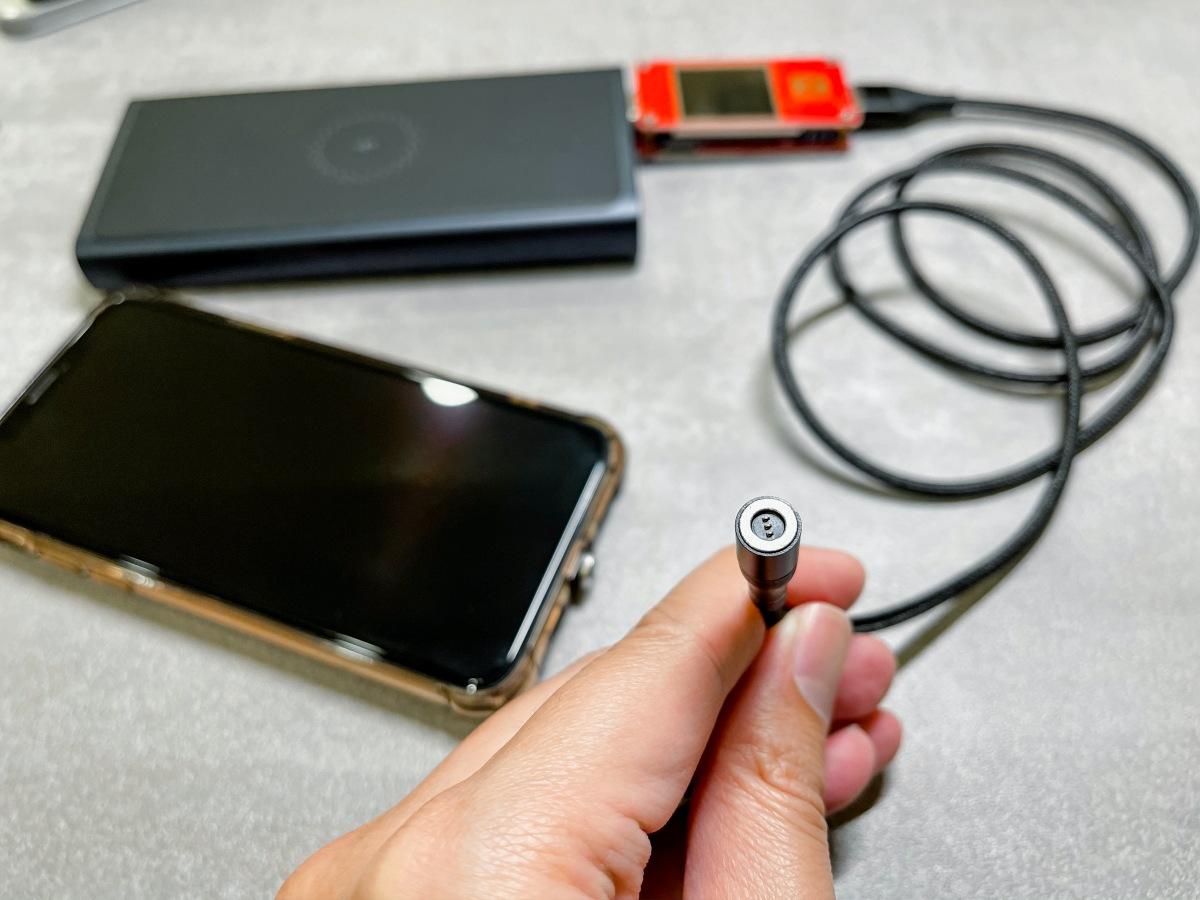 [開箱]三合一磁吸充電線,拉扯時插頭與線身可迅速分離防止摔機,充電功率則是差強人意。