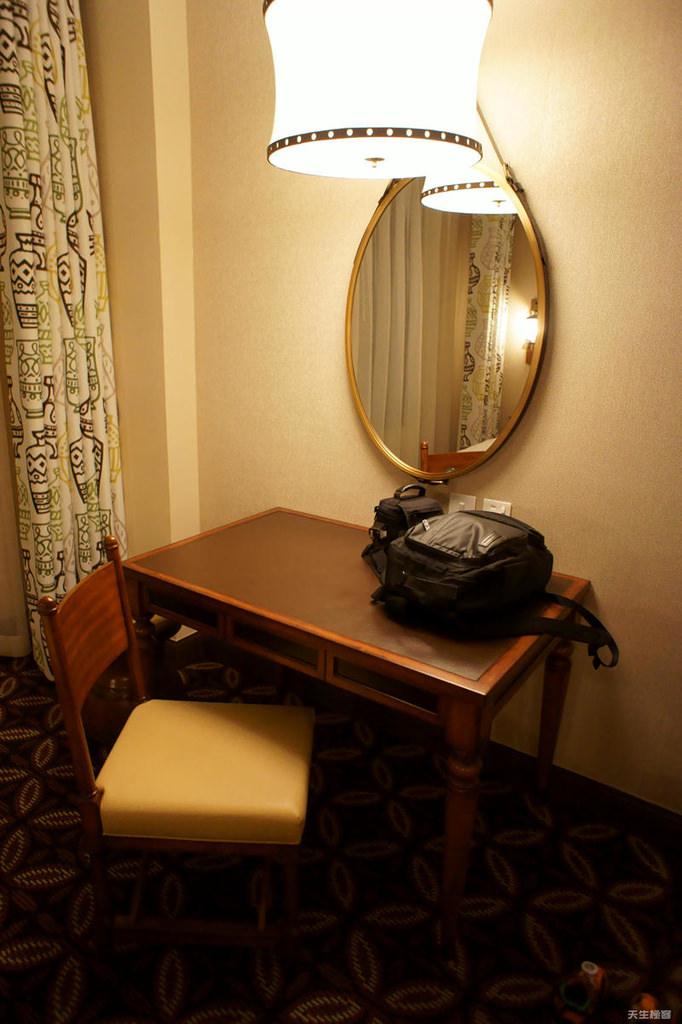 房間內桌椅.jpg