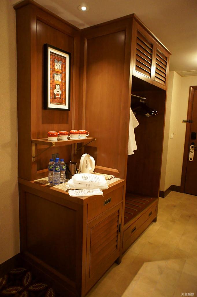 房間衣櫃.jpg