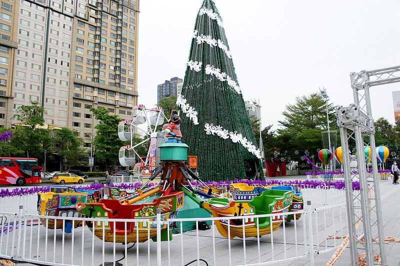 【台中】2016台中市政府耶誕嘉年華,從12/9到12/25,摩天輪、咖啡杯、旋轉木馬等各項遊樂設施免費遊玩
