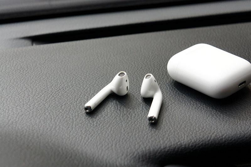【開箱】Apple Airpods無線藍芽耳機,實際聽感及小技巧分享。