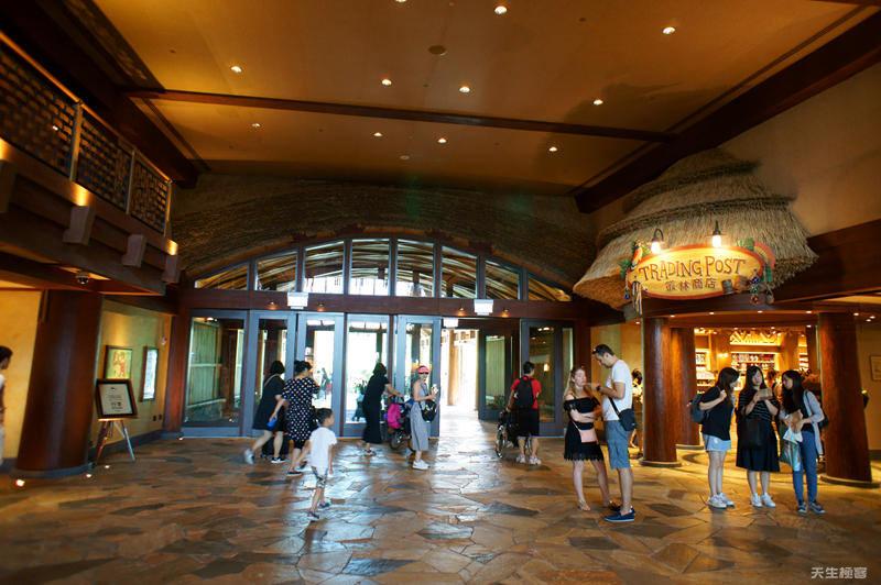 酒店大廳的叢林商店.jpg